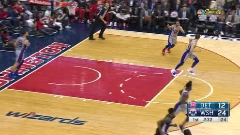 [得分]这也太难了吧 比尔沿底线突破反篮上进