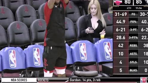 [花絮]PJ塔克投篮练习 摄像镜头聚焦身后美女球迷