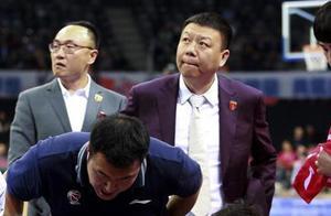 深圳为何只让新外援候补?摔打14年的教练,终成最佳候选