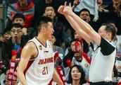 CBA季后赛浙江德比多次出现争议性判罚,42号裁判会受到篮协的处罚吗?