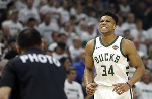 NBA晚报:字母哥惊天暴扣遭无情恶搞 火箭发布会现尴尬一幕