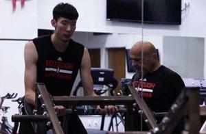 中国男篮真拼!火箭队体能教练吉米加盟 专门负责特训周琦