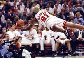 罗德曼凭借什么能抢那么多篮板?