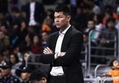 广东男篮夺冠后朱芳雨表示:所有队员都喝醉了,只有他自己还保持清醒,你如何评价?
