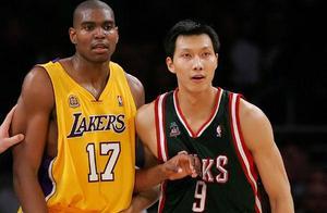 巅峰易建联NBA薪水405万,林书豪1377万,姚明和王治郅呢