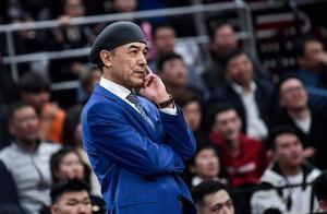 新疆总决赛被广东横扫后,董事长侯伟做出一决定:续约阿的江5年