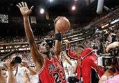 """在NBA,为什么一个球队三连冠就可以被称为""""王朝""""了?"""