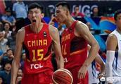 易建联正式归队参加军训,中国男篮20人集合完毕,谁将留在12人大名单?为什么?