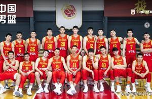 中国男篮合影前排9人位置已稳?这安排另有寓意,有2人同样很危险