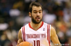 被NBA抛弃的天才!他是姚明前队友,东契奇因他穿77号