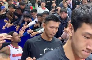 奇兵单节14分,全华班打懵卫冕冠军广东,跟新疆拼得太累了?