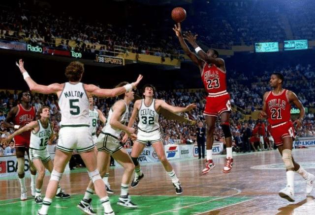 凭一己之力将鱼腩球队变成争冠球队,纵观NBA前史,只要5人做到