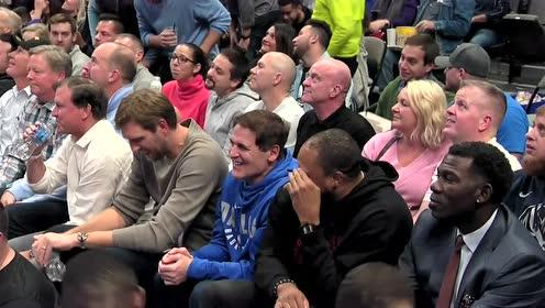 化身乖巧观众惹欢呼 诺维茨基现身主场观看比赛