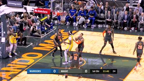 格林闪现上篮强硬取分 戈登干拔三分瞄准落网