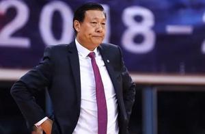 从易建联很好防到狂输鱼腩球队34分,李秋平执教能力到底如何?