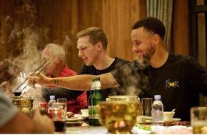 NBA球星怎么请客吃饭?姚明请客就到自家饭店,杜兰特包场被炮轰