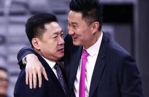 """广厦挑战广东,向来""""情绪暴躁""""的李春江为何一反常态坐着执教?"""