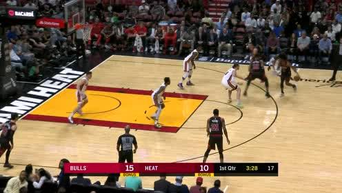 赛迪斯杨突然启动斜刺杀篮下 硬刚琼斯飞身上篮打2+1