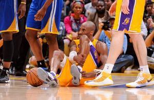 NBA催泪的几张图片:韦德香槟致敬膝盖,科比跟腱断裂满眼泪水