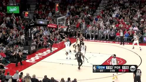 伯克斯摘下篮板助飞考利斯坦 西蒙斯三分飚中提振士气