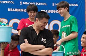 39岁姚明身价22亿,传播正能量,12年救助500所贫困学校90万学生