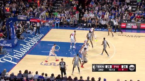 钱德勒外线三分稳稳命中 篮网瞬间反超76人