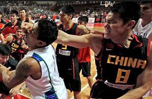 CBA传奇人物朱芳雨,网友:中国篮协欠朱芳雨一条金腰带