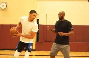 你为什么那么刻苦练篮球?塔图姆:我想成为科比